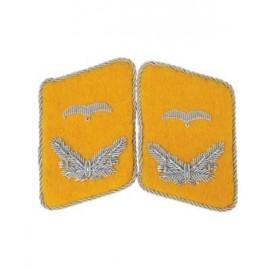 Poručík LW - Límcové výložky Luftwaffe piloti, létající personál nebo parašutisté FJ - Fallschirmjäger.