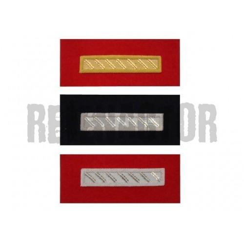 Hodnostní proužek na epolety - stříbrný na červeném podkladu